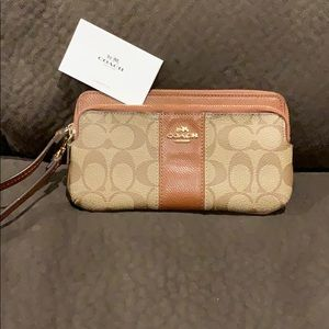 Authentic Coach clutch great condition